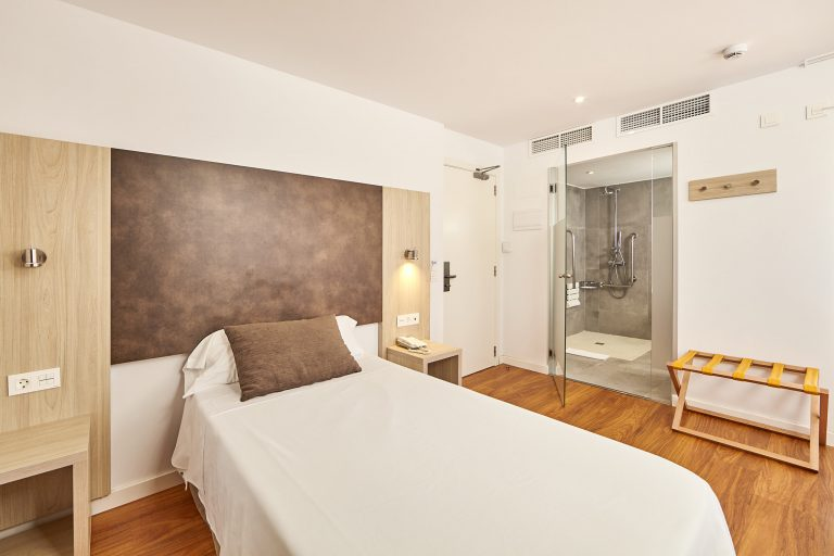 book your single room at the hotel principe on playa de palma