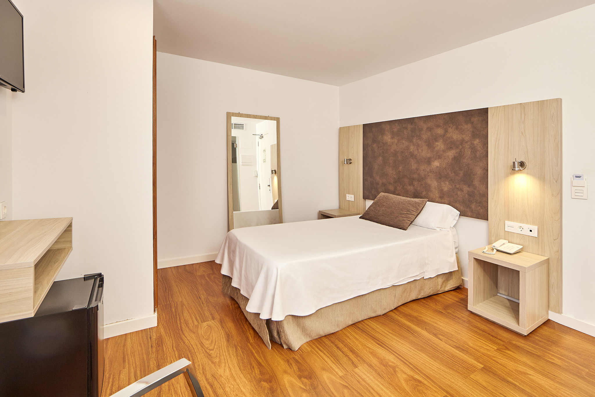 enjoy the single room of the hotel principe on playa de palma