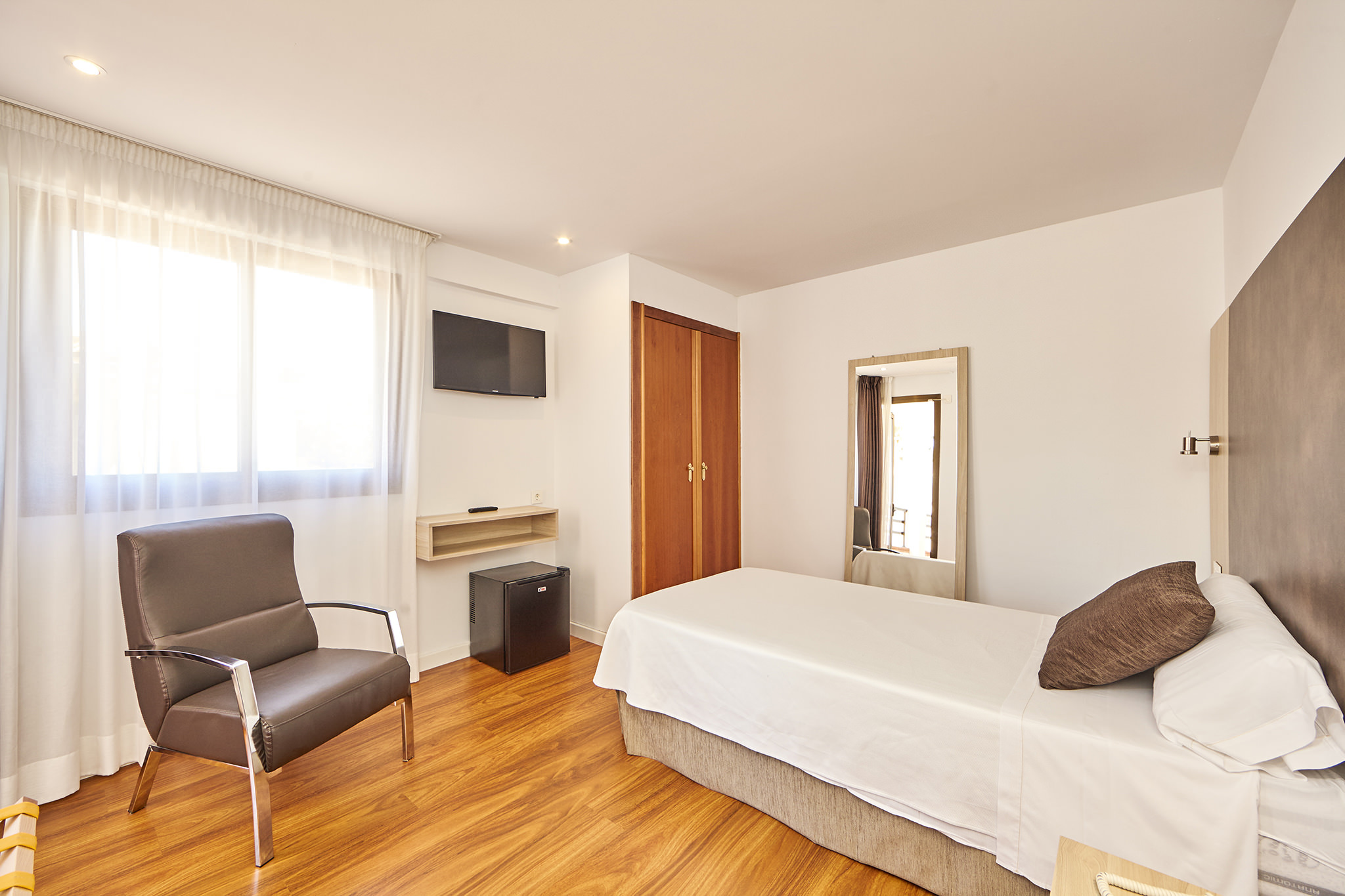vacations in the single room of the hotel principe on playa de palma